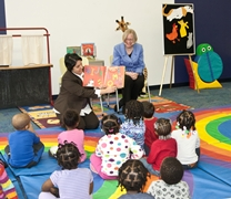 Yvette Sanchez Fuentes and Susan Hildreth read to a group of preschoolers at the DC Public Library.