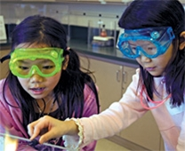 Students conduct chemistry experiments at OMSI.