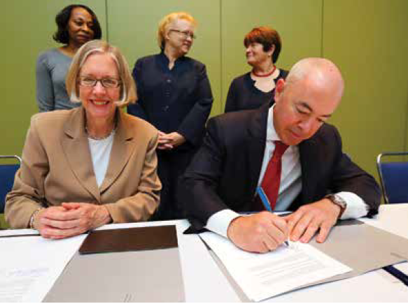 Susan Hildreth and Alejandro Mayorkas signing the memorandum.