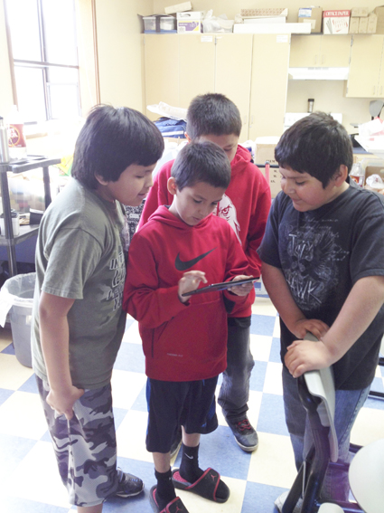 Third through fifth graders use Mukurtu Mobile at Paschal Sherman Indian School in Omak, Washington.